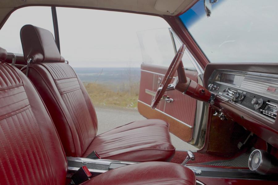 Utsikt från Kinnekulle i Oldsmobile Cutlass -64.